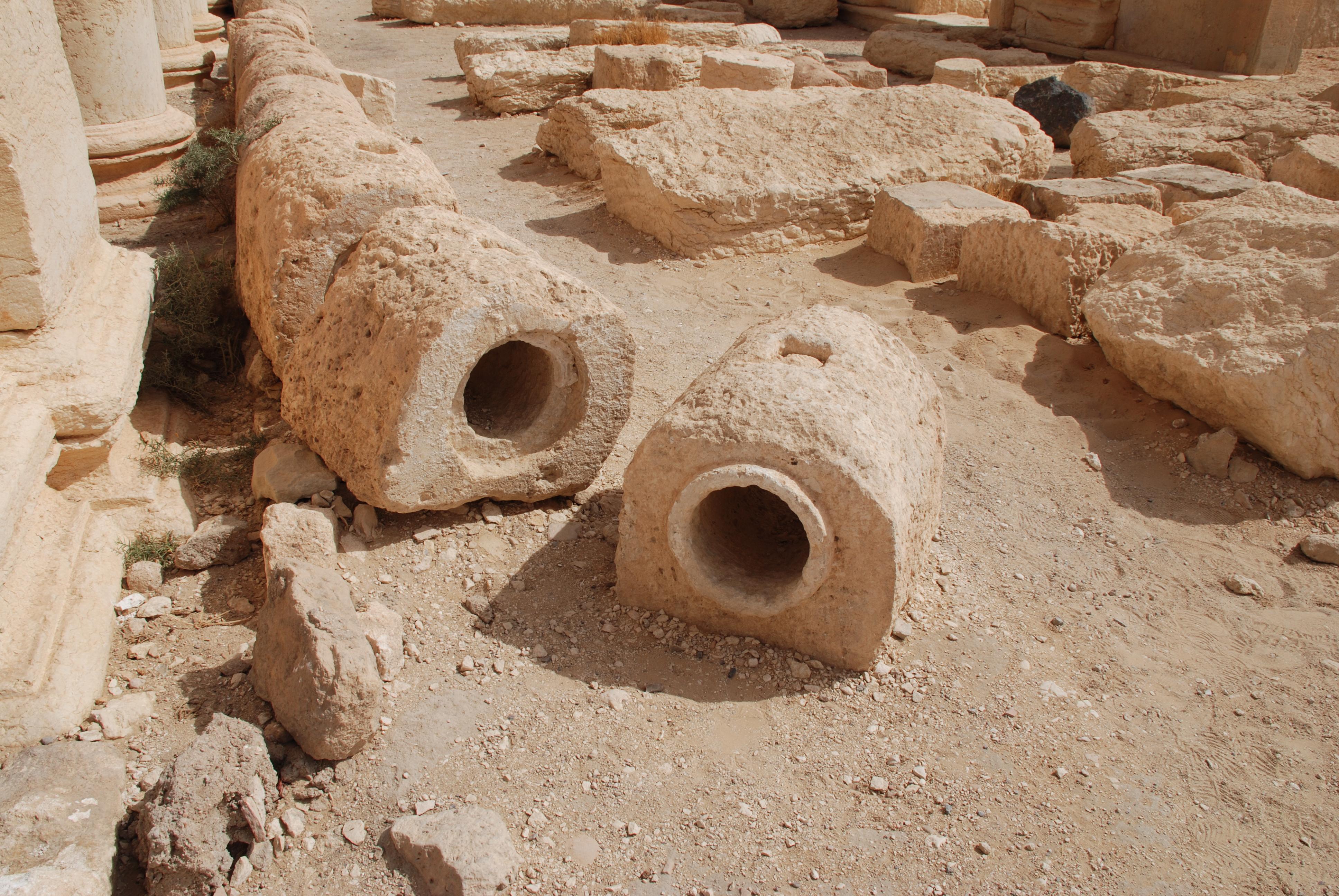Detalle de las tuberías de piedra