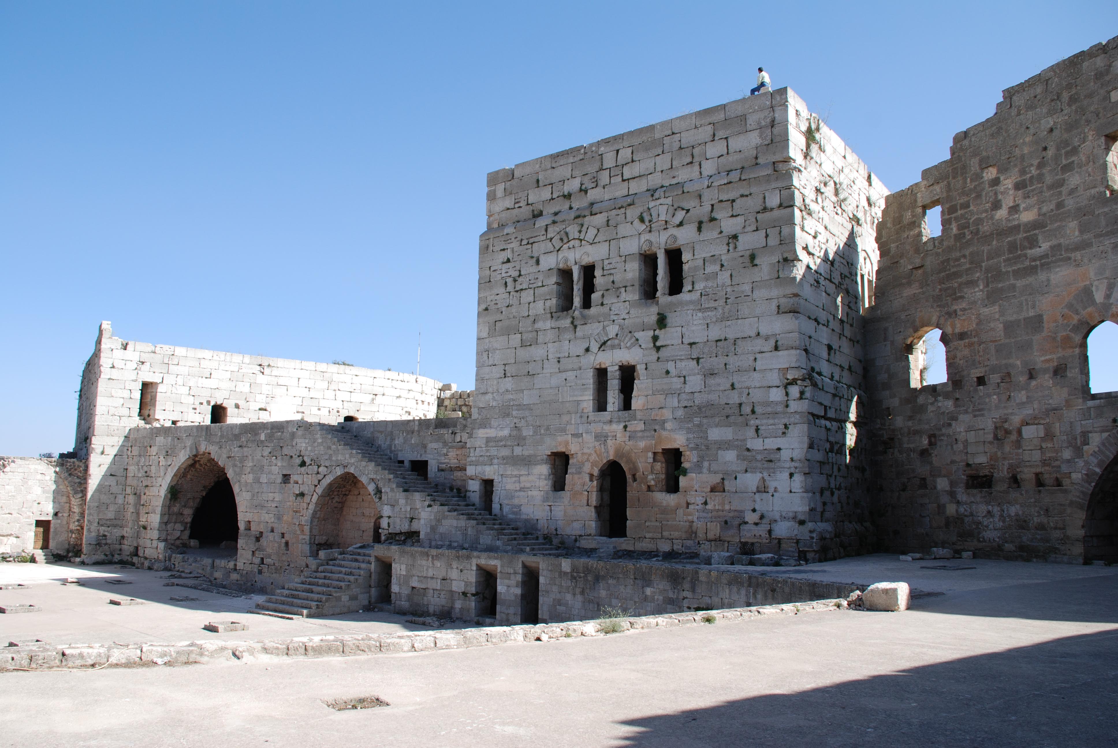 Vista de uno de los edificios del recinto interior